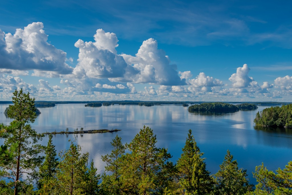 Linnansaaren kansallispuiston maisemat.