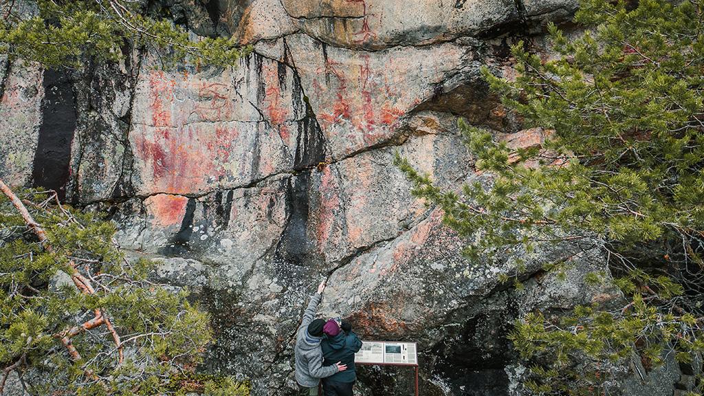 Astuvansalmen kalliomaalaukset.