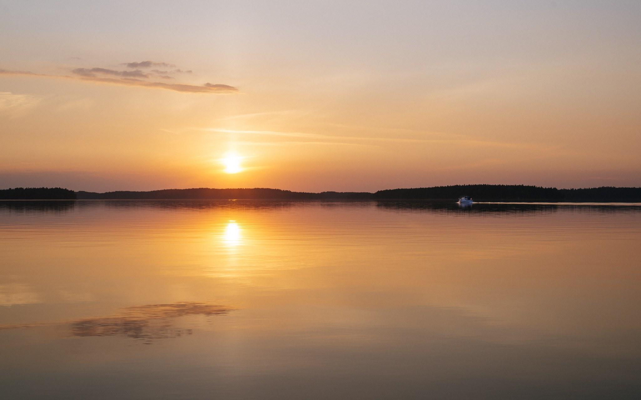 Kaunis auringonlasku Saimaalla