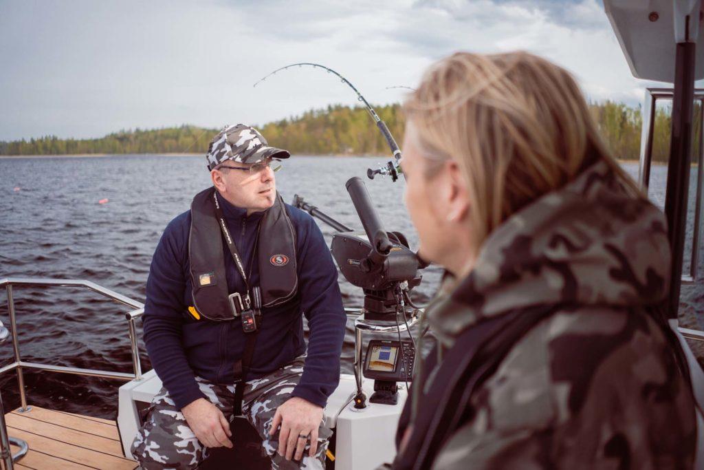 Kalaopas Mika Kärkkäinen ja Sami Kuronen Saimaalla.