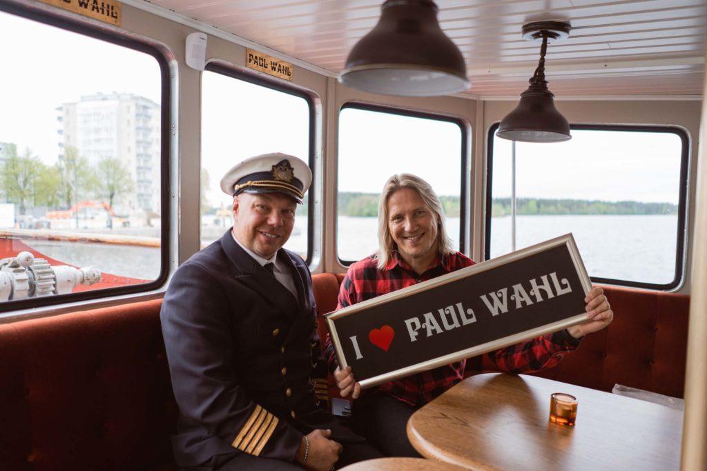 Janne Leinonen ja Sami Kuronen Paul Wahlin kyydissä.