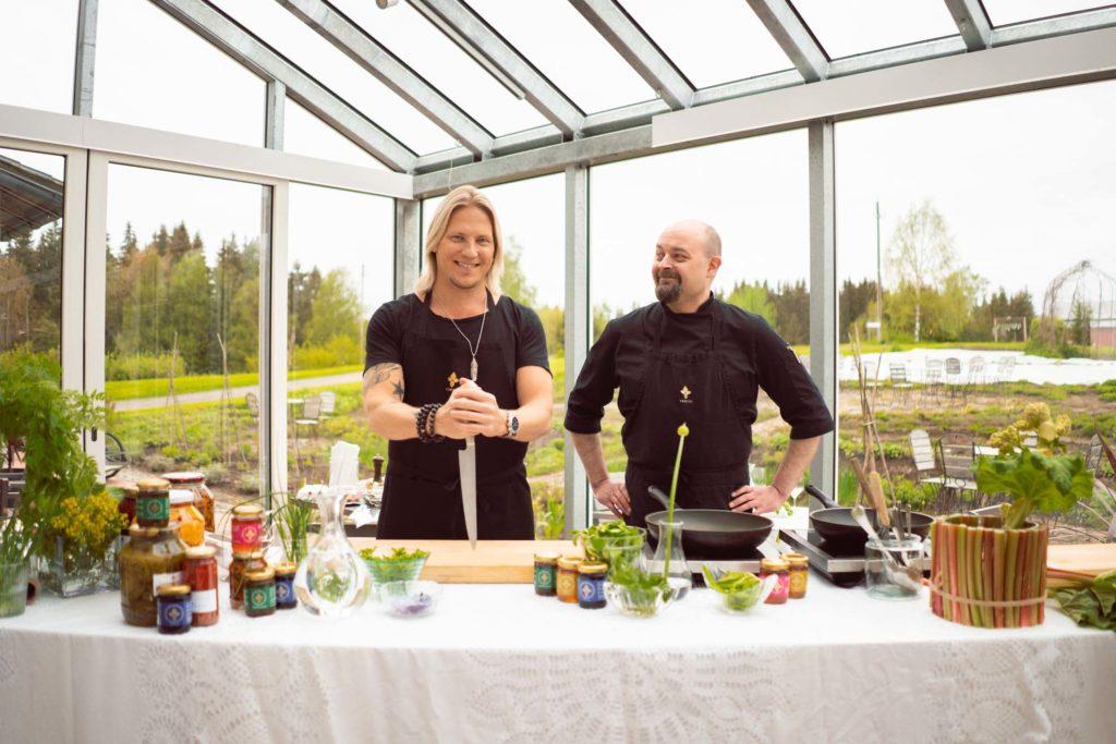 Sami Kuronen ja Tertin kartanon keittiömestari Jan Andersin.
