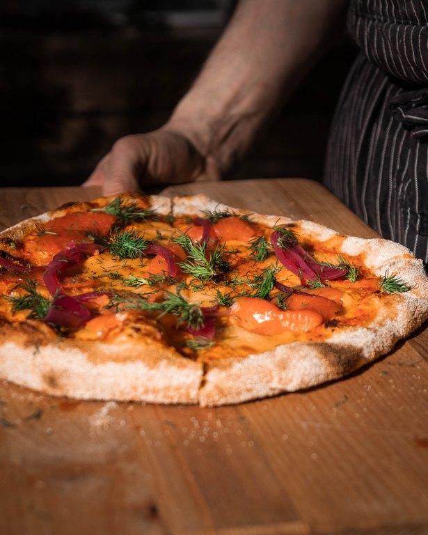 Sahanlahden herkullinen pizza.